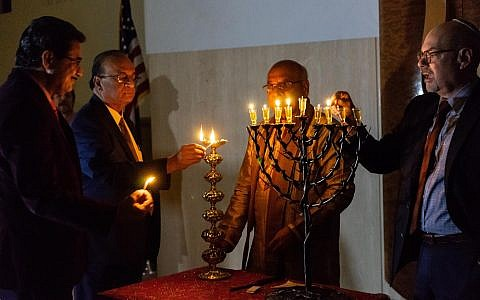 Candle lighting with Rabbi Sidney Helbraun & Acharya Rohit Joshi at the Hindu-Jewish Festival of Lights at Temple Beth-El in Northbrook, Illinois, Sunday, November 18, 2018. (Ronit Bezalel/ Times of Israel)