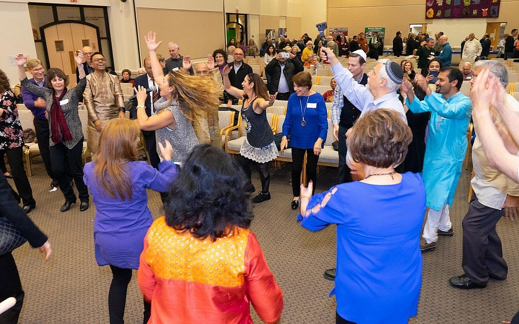 Jewish dance lessons at the Hindu-Jewish Festival of Lights at Temple Beth-El in Northbrook, Illinois, Sunday, November 18, 2018. (Ronit Bezalel/ Times of Israel)