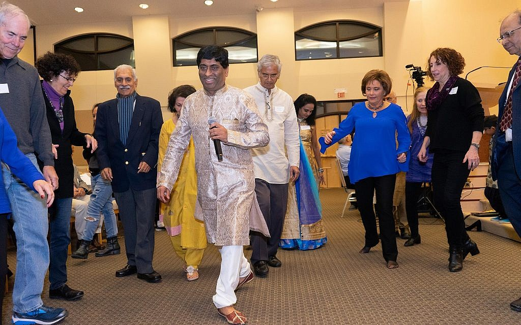 Learning how to do a Hindu dance at the Hindu-Jewish Festival of Lights at Temple Beth-El in Northbrook, Illinois, Sunday, November 18, 2018. (Ronit Bezalel/ Times of Israel)