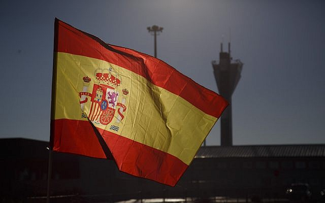 A Spanish flag shown near Estremera, in Madrid province, December 19, 2018. A New York Times article depicted Spain as a haven for Spanish speakers with Jewish roots who are tired of Trump. (Pablo Blazquez Dominguez/Getty Images/via JTA)