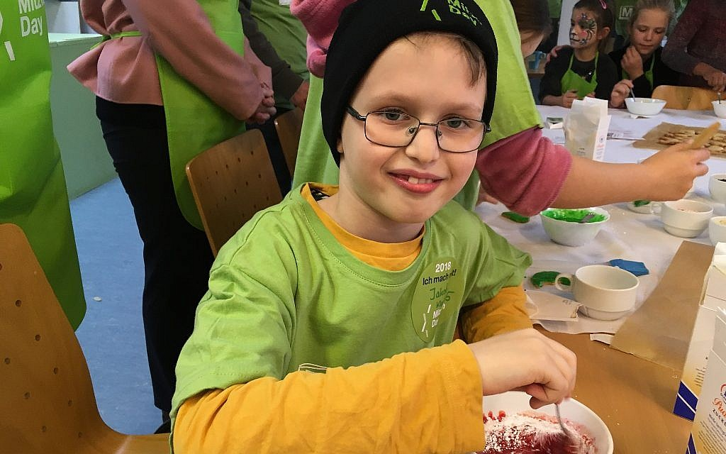 Muslims Celebrate Christmas.German Jewish And Muslim Children Celebrate Mitzvah Day By