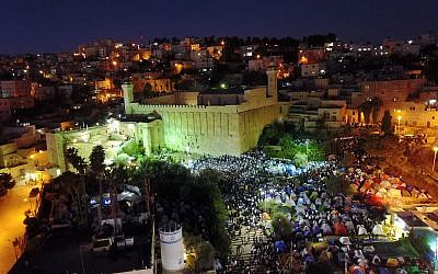 Tens of thousands of Jewish worshipers at the Tomb of the Patriarchs in the West Bank city of Hebron on November 3, 2018 (Israel Police)