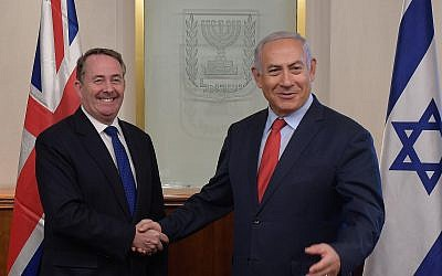 British International Trade Secretary Liam Fox, left, meets Prime Minister Benjamin Netanyahu at the Prime Minister's Office in Jerusalem on November 28, 2018. (Amos Ben-Gershom/GPO)