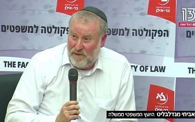 Attorney General Avichai Mandelblit speaks to students at Bar Ilan University on November 26, 2018. (Screen capture/Hadashot news)