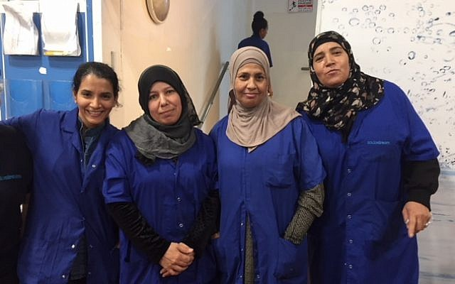 Sharona Apterkar, left to right, Rahma-Al-Turi, Amna-Abu-Adayan and another worker at the Idan HaNegev site of SodaStream; Nov. 15, 2018; (Federico Maccioni/TimesofIsrael)