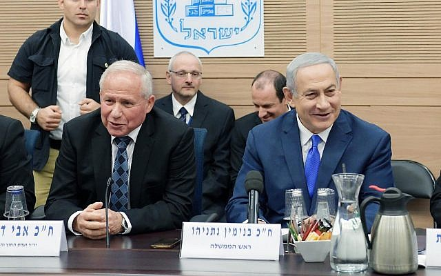 Prime Minister Benjamin Netanyahu, right, and Foreign Affairs and Defense Committee chair MK Avi Dichter, left, at an FADC meeting in the Knesset, November 19, 2018. (Amos Ben Gershom/GPO)