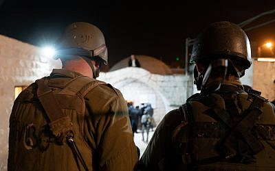 IDF soldiers watch as Jewish worshipers arrive at the Joseph's Tomb holy site in the northern West Bank city of Nablus on November 7, 2018. (Israel Defense Forces)