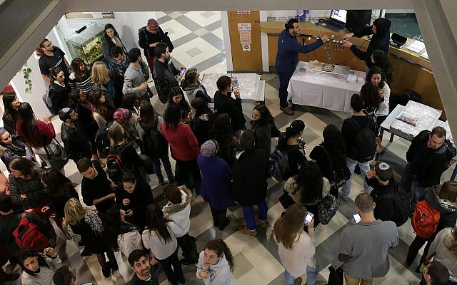 Students pictured at Jerusalem's Hadassah Academic College, on December 16, 2014.(Maxim Dinshtein /Flash90