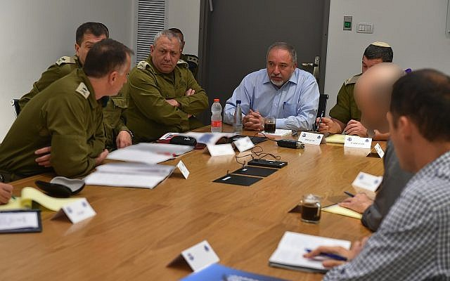Defense Minister Avigdor Liberman (C) leads discussions at military headquarters in Tel Aviv, November 12, 2018 (Ariel Hermoni/Defense Ministry)