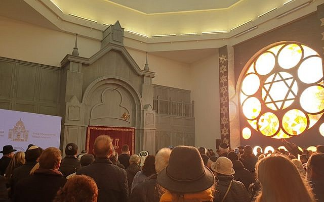 Some 1,000 guests attend the inauguration of Koenigsberg's New Synagogue in Kaliningrad, Russia, November 8, 2018. (Cnaan Liphshiz/JTA)