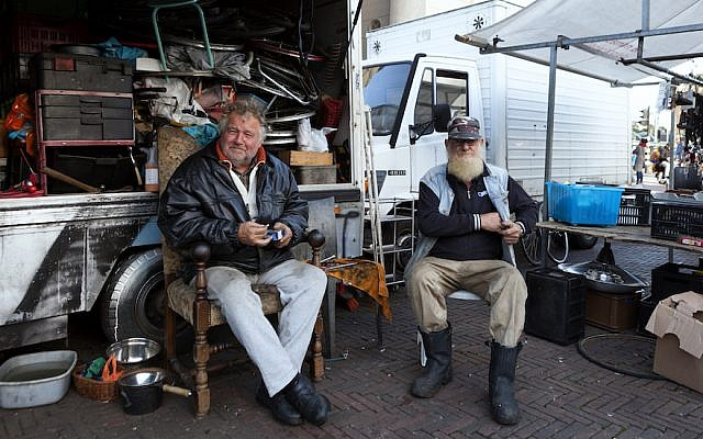 Vendors take a break in Amsterdam's Waterloo Square Market, October 25, 2017. (Huub Zeeman/Flickr/via JTA)