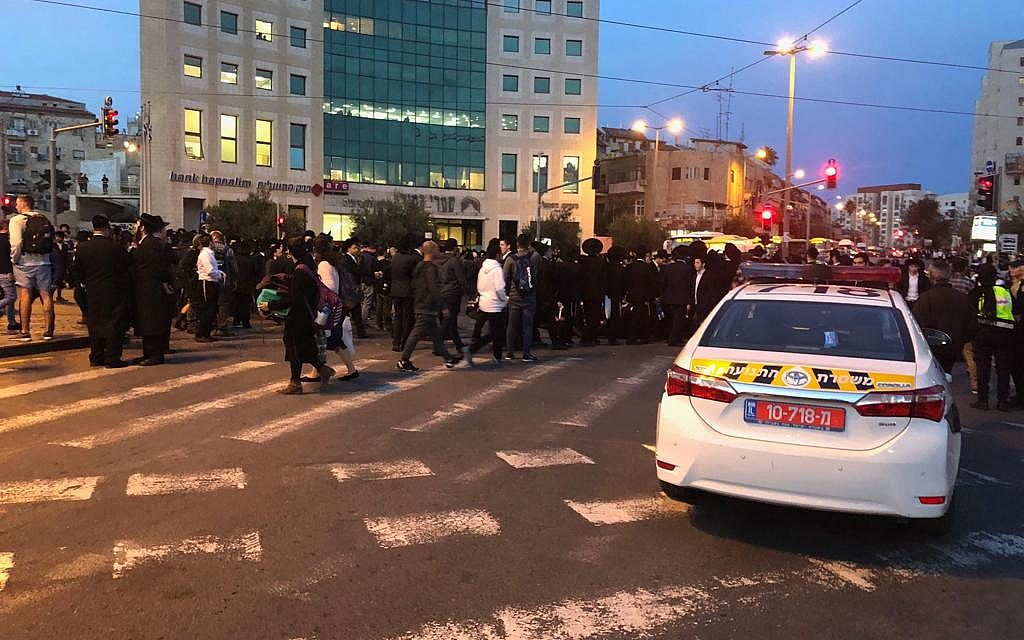 Ultra-Orthodox protesters block Jaffa Road in Jerusalem, November 28, 2018 (Israel Police)