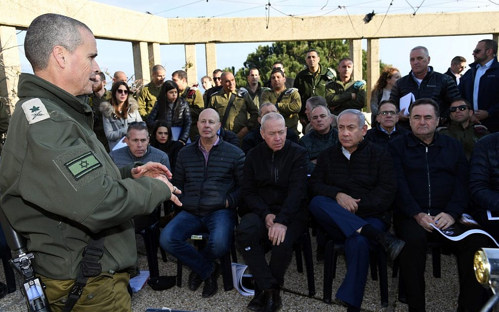 Prime Minister Benjamin Netanyahu (2nd-R) and other members of the security cabinet receive a briefing from Maj. Gen. Yoel Strik (L), head of the IDF's Northern Command, during a tour of the northern border on December 25, 2018. (Haim Tzach/GPO)