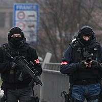 Two members of the French police unit BRI (Research and Intervention Brigade - Brigades de recherche et d'intervention) walk on the Pont de l'Europe, crossing the border with Germany over the river Rhine in Strasbourg, December 12, 2018. (Frederick FLORIN/AFP)