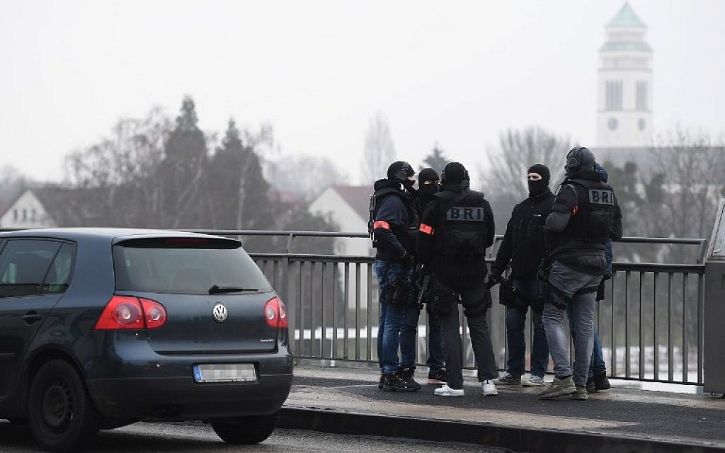 Members of the French police unit BRI stand guard on the Pont de l'Europe (Europe Bridge), crossing the border with Germany over the river Rhine in Strasbourg, on December 12, 2018. (Frederick Florin/AFP)
