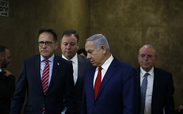 Prime Minister Benjamin Netanyahu (2nd-R) arrives for the weekly cabinet meeting at the Prime Minister's office in Jerusalem on December 23, 2018. (RONEN ZVULUN / AFP)