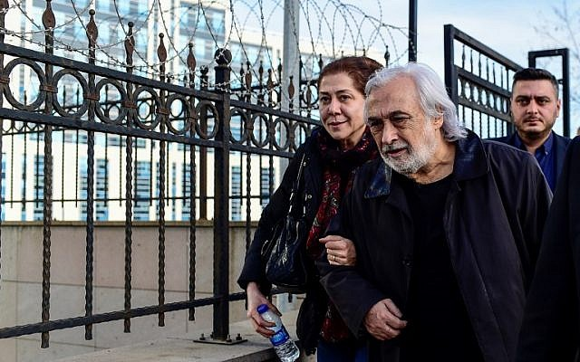 "Turkish Theater and film Actor Mujdat Gezen (R) leaves Anatolian courthouse with his wife in Istanbul, on December 24, 2018, after a hearing as part of a probe opened by Turkish authorities against him for ""insulting"" statements to Erdogan during a television program. (Yasin AKGUL / AFP)"