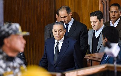 Former Egyptian president Hosni Mubara (center-front), who was ousted following a popular uprising in 2011, arrives with his two sons Gamal (C-behind) and Alaa (2nd-R) to testify during a session in the retrial of members of the now-banned Muslim Brotherhood over charges of plotting jailbreaks and attacks on police during the 2011 uprising, at a make-shift courthouse in southern Cairo on December 26, 2018. (Mohamed el-Shahed/AFP)