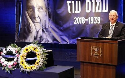 President Reuven Rivlin delivers a speech during a memorial service for late writer Amos Oz on December 31, 2018 in Tel Aviv (Photo by Jack GUEZ / AFP)