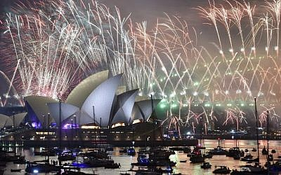 New Year's Eve fireworks erupt over Sydney's iconic Harbour Bridge and Opera House, during the fireworks show on January 1, 2019. (PETER PARKS / AFP)