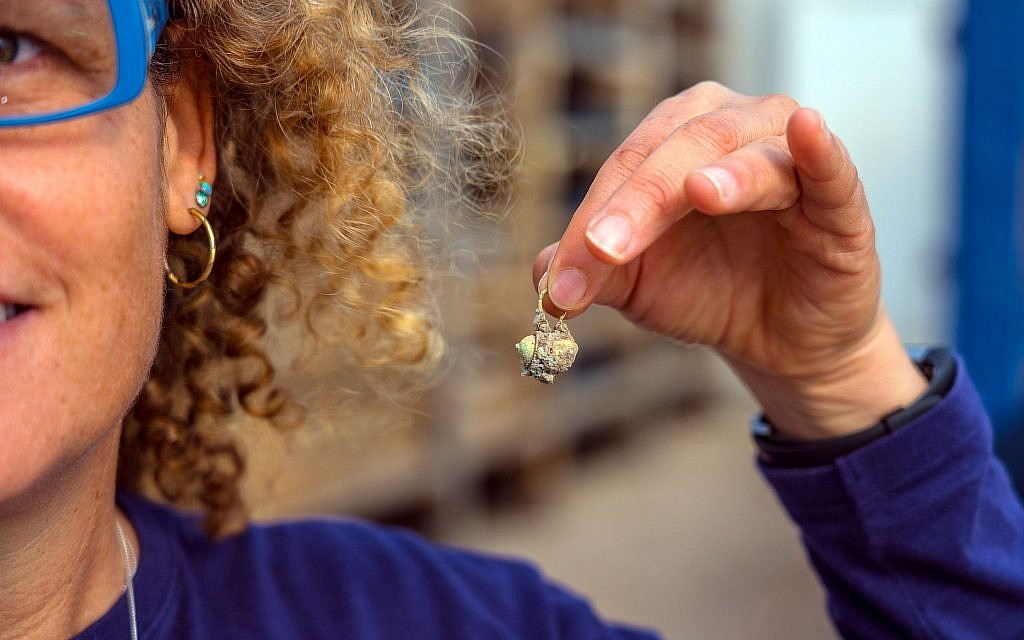 Recently unearthed gold earring that was hidden away at the Caesarea Maritima archaeological site. (Yaniv Berman, courtesy of the Caesarea Development Corporation)