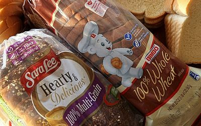 Sara Lee and Bimbo bread products are displayed together in a Chicago store in 2010. (Scott Olson/Getty Images)