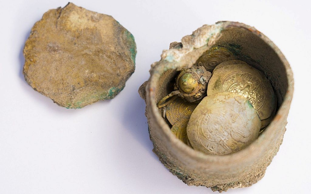Bronze pot with gold earring and coins inside, unearthed at Caesarea Maritima. (Yaniv Berman, courtesy of the Caesarea Development Corporation)