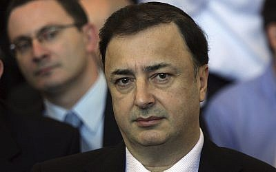 This Dec. 2, 2009 photo shows Lev Leviev at Tel Aviv's District Court (AP Photo/Ofer Vaknin)
