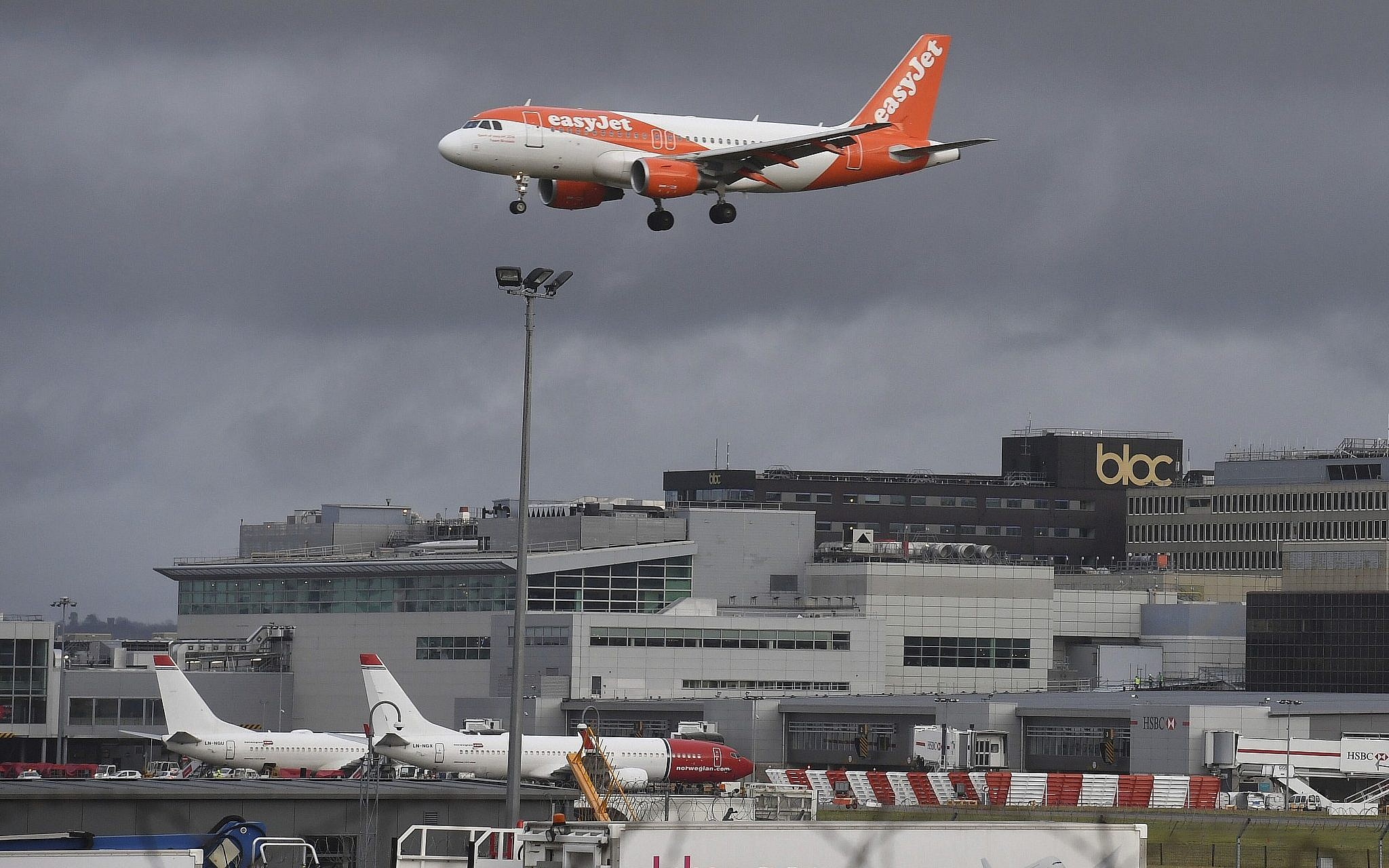New Drone Sighting Again Briefly Shuts Down London Airport The