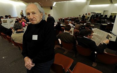 Journalist Noah Klieger, contemporary witness and survivor of the Auschwitz concentration camp, stands in the court room of the trial against John Demjamjuk at the District Court in Munich, Germany Dec. 2, 2009 (AP Photo/Peter Kneffel,Pool)