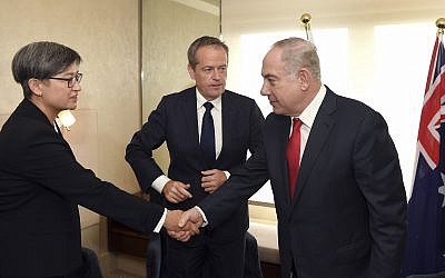 Prime Minister Benjamin Netanyahu, right, meets with the Australian federal opposition leader Bill Shorten, center, and senator Penny Wong in Sydney,  February 24, 2017.  (William West/Pool Photo via AP)