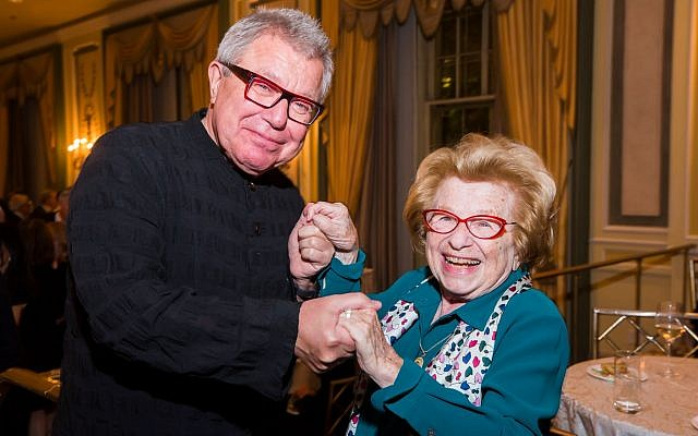 Honoree architect Daniel Libeskind with Dr. Ruth Westheimer at the American Friends of the Israel Philharmonic Orchestra gala, October 23, 2018. (American Friends of the Israel Philharmonic Orchestra)
