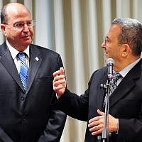 Moshe Ya'alon (left) and Ehud Barak at the Defense Ministry headquarters in Tel Aviv on March 19, 2013. (Ariel Hermoni/Defense Ministry/Flash90)