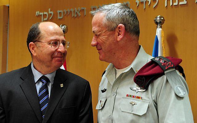 Then-Defense Minister Moshe Yaalon, left, seen with then-IDF Chief of Staff Benny Gantz, April 11, 2013. (Ariel Hermoni/Ministry of Defense/Flash90)