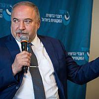 Yisrael Beytenu party leader Avigdor Liberman speaks at a conference in Netanya on November 22, 2018. (Meir Vaknin/Flash90)