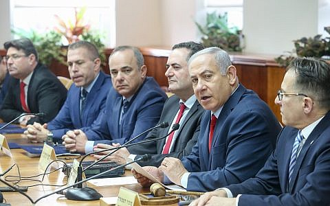 Prime Minister Benjamin Netanyahu leads the weekly cabinet meeting at the Prime Minister's Office in Jerusalem, December 9, 2018. (Marc Israel Sellem/Pool)