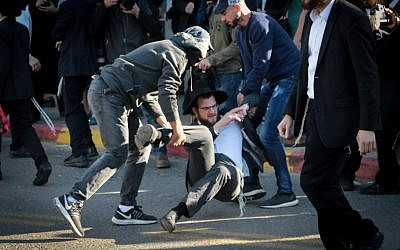 Ultra-Orthodox Israelis clash with police during an anti-draft protest in Bnei Brak, December 10, 2018 (Roy Alima/Flash90)