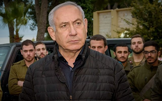 Prime Minister Benjamin Netanyahu speaks with Israeli soldiers during his visit at the Northern Command base in Safed, December 11, 2018. (Basel Awidat/Flash90)