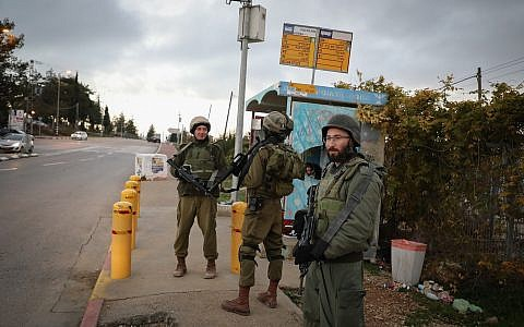 Israeli soldiers stand guard at a West Bank junction, following a terror attack earlier in the day where two Israeli soldiers were shot dead by Palestinian terrorists, December 13, 2018. (Gershon Elinson/FLASH90)