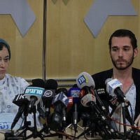 Shira (left) and Amichai Ish-Ran, both injured last week when a Palestinian terrorist opened fire on Israelis near the settlement of Ofra, hold a press conference at the Shaare Zedek hospital in Jerusalem on December 16, 2018. (Yonatan Sindel/FLASH90)