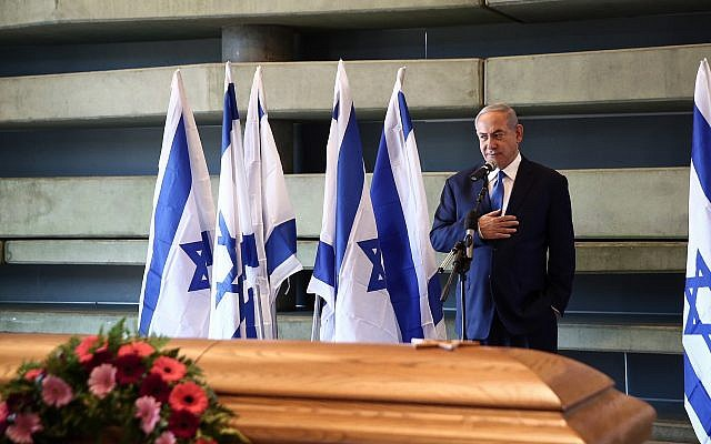Prime Minister Benjamin Netanyahu pays his respects to Rona Ramon, at the Peres Center for Peace and Innovation in Tel Aviv, December 19, 2018 (Miriam Alster/Flash90)