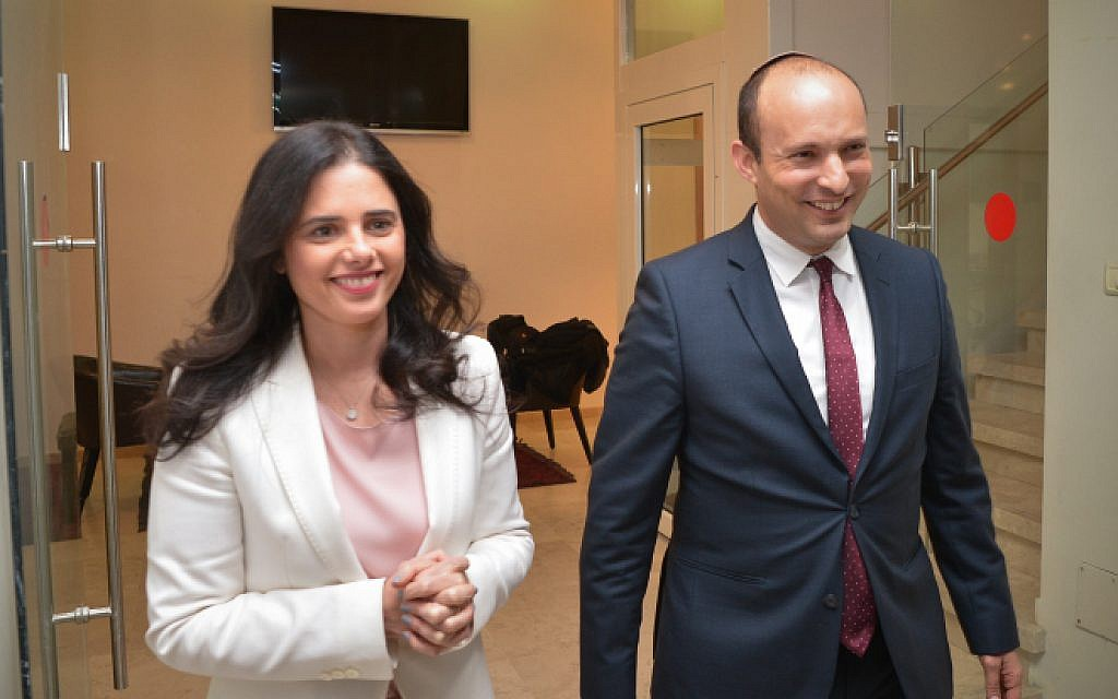 Education Minister Nafatli Bennett (R) and Justice Minister Ayelet Shaked announce the establishment of the New Right (HaYamin HeHadash) party at a press conference in Tel Aviv on December 29, 2018 (Yossi Zeliger/Flash90)