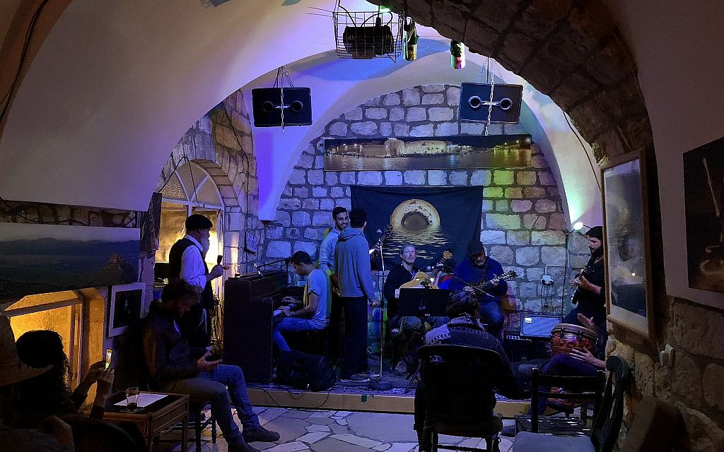 Jamming to The Grateful Dead at Mystic Mountain, a cosy Safed bar that serves up locally made craft beers along with jam sessions (Jessica Steinberg/Times of Israel)