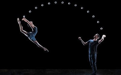 From '4x4 Ephemeral Architectures,' a juggling ballet performed by Gandini Juggling to a work composed by Nimrod Borenstein (Courtesy Gandini Juggling)