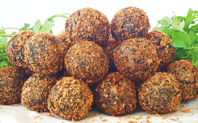 The Algalafel developed by graduate students of the Technion, is a new kind of falafel enriched with spirulina -- a biomass of blue-green algae  which in its dried form contains about 60% protein (Courtesy)