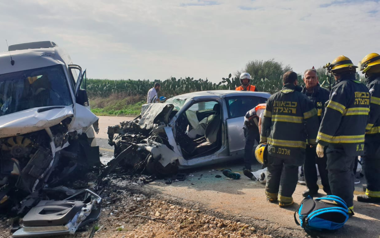 Father and son killed in head-on crash with minibus outside Sderot