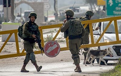 Israeli soldiers near the attempted car-ramming attack against a group of Israeli soldiers and civilians near the entrance to Nablus, December 26, 2018. (Nasser Ishtayeh/Flash90)