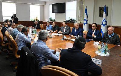 Prime Minister Benjamin Netanyahu meets settler leaders in Jerusalem, December 26, 2018 (Haim Zach/GPO)