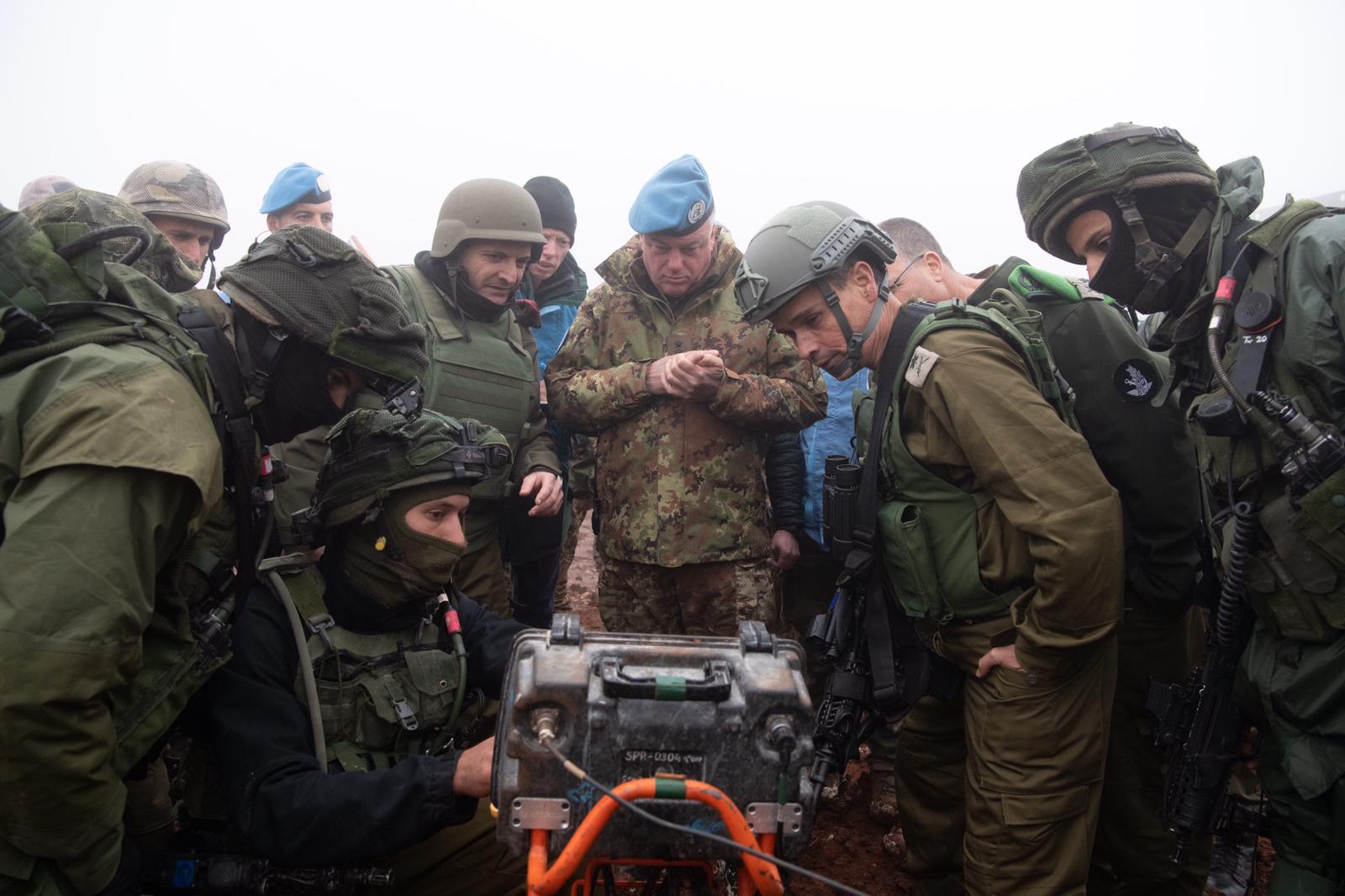 Israeli soldiers show UNIFIL commander Maj. Gen. Stefano Del Col a  Hezbollah tunnel that 11949e66d467a