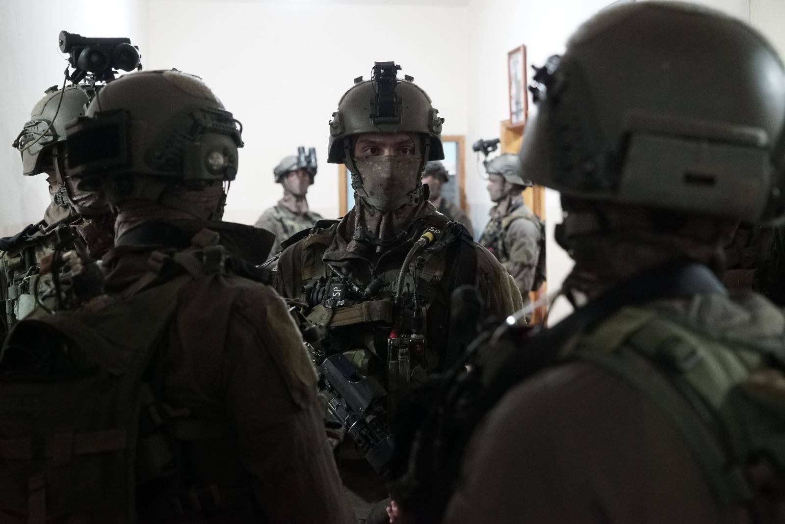 Israeli soldiers conduct raids in West Bank village of Kobar on December  31 9d1b520048470